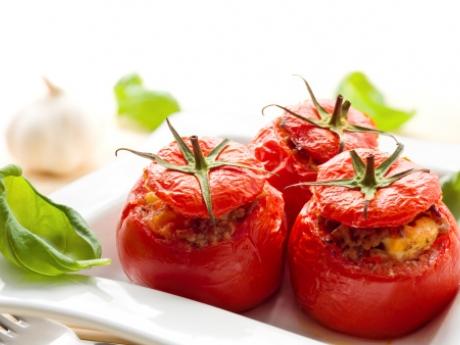 Warme, gevulde tomaten